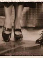 1930s-shoe-fashions---rainyday-patent-leather-pumpsB