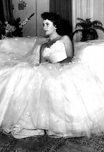 Liz-Taylor-dress-by-Edith-Head---A-Place-in-the-sun