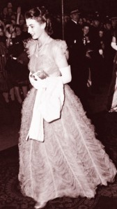 Queen-Elizabeth---Hardy-Amies