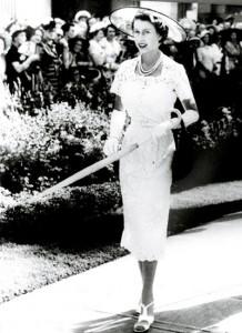 Queen-Elizabeth----Hardy-Amies