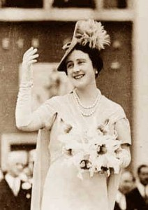Queen-elizabeth---white-wardrobe