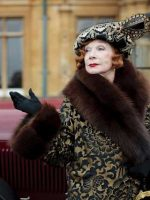 Downton-Abbey-Beauty-Tips---red-lipstick-power