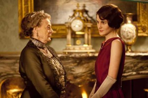 Downton-Abbey-Beauty-Tips---stand-in-candle-light