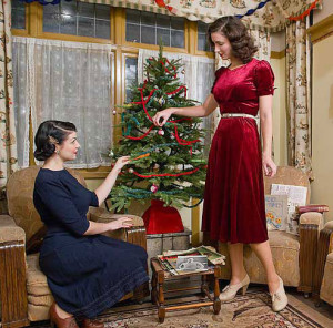 fleur-de-geurre-and-jeni-yesterday-1940s-christmas-fashion