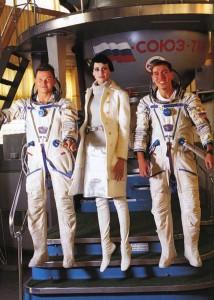 cosmonaut-fashion-arthur-elgort2-Natalia Semanova