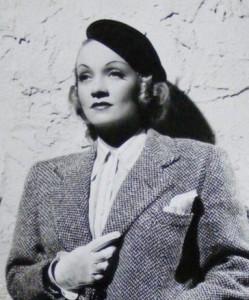 marlene-dietrich-wears-a-1930s-french-beret