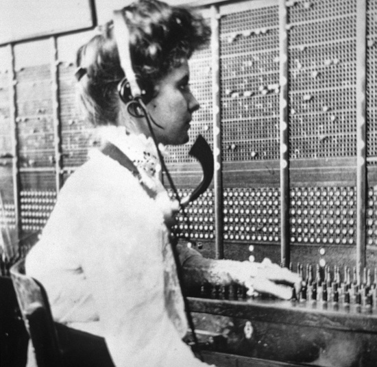 http://image.glamourdaze.com/2013/03/Real-Gibson-Girls-Edwardian-fashion7-Telephone-operator.jpg