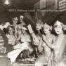 1920s-chorus-girls-apply-makeup