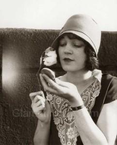 1929---makeup-compact