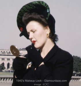 1940s-woman-and-lipstick-makeup--LOC
