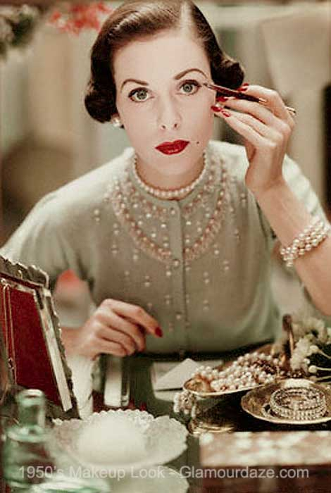 1950s-model-applies-eye-makeup ...