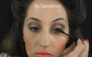 Lauren-Clark-1940s-makeup-tutorial---mascara
