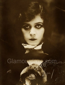 Theda-Bara---1916-eye-makeup-look