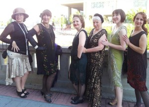 Great-Gatsby-day-pose-girls