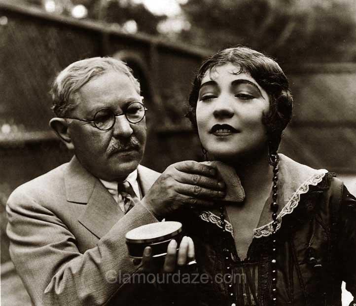 1920s makeup - Renee Adore