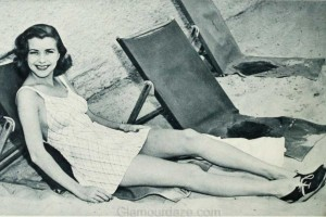 1940s-fashion---Hollywood-stars-swimwear-styles--Natalie-Draper