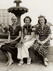 Fashion-Sourcebook-1930s---3-cotton-dresses-1936