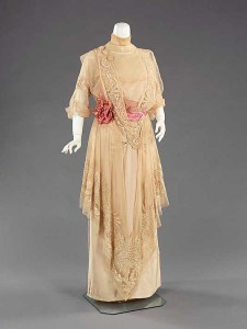 Paquin-summer-gown-dating-to-1910---Metropolitan-museum-of-art
