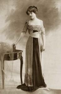 Robe-du-soir,-1910