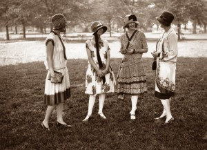 1920s-fashion-dress--group-of-girls