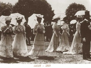 Ascot-1905---Edwardian-ladies-fashion