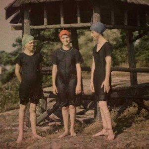 Swimwear-styles-in-the-1910