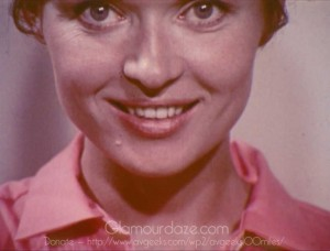 Vintage-1960's-Makeup-Tutorial-Film---Beauty-Health5
