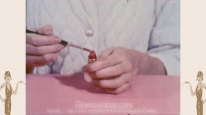 Vintage-1960's-Makeup-Tutorial-Film19---lipstick-apply