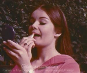 Vintage-1960's-Makeup-Tutorial-Film21---lipstick-tricks