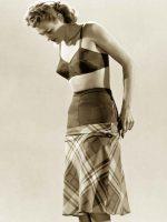 1942--foundaionwear-fashion---Gjon-Mili-2