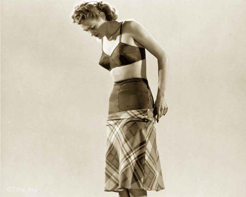 1940 foundation wear-fashion - Photo by Gjon-Mili