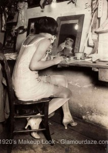 1920s-French chorus-girl-applying-her-lipstick