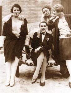 Jacques-Henri-Lartigue's-Parisian-Women-of-the-1920s