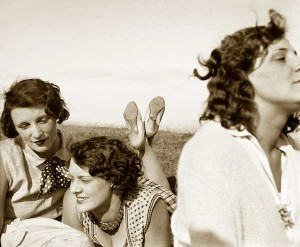 Jacques-Henri-Lartigue's-Portraits-of-French-Women--Bibi-and-pals-1928