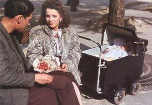 Paris-couple--WWII--Occupied-Paris---Andre-Zucca