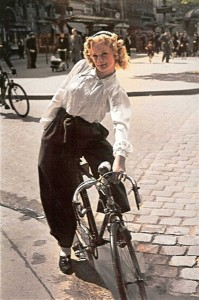 Parisian-woman--Ocupied-France-in-WW2--Andre-Zucca