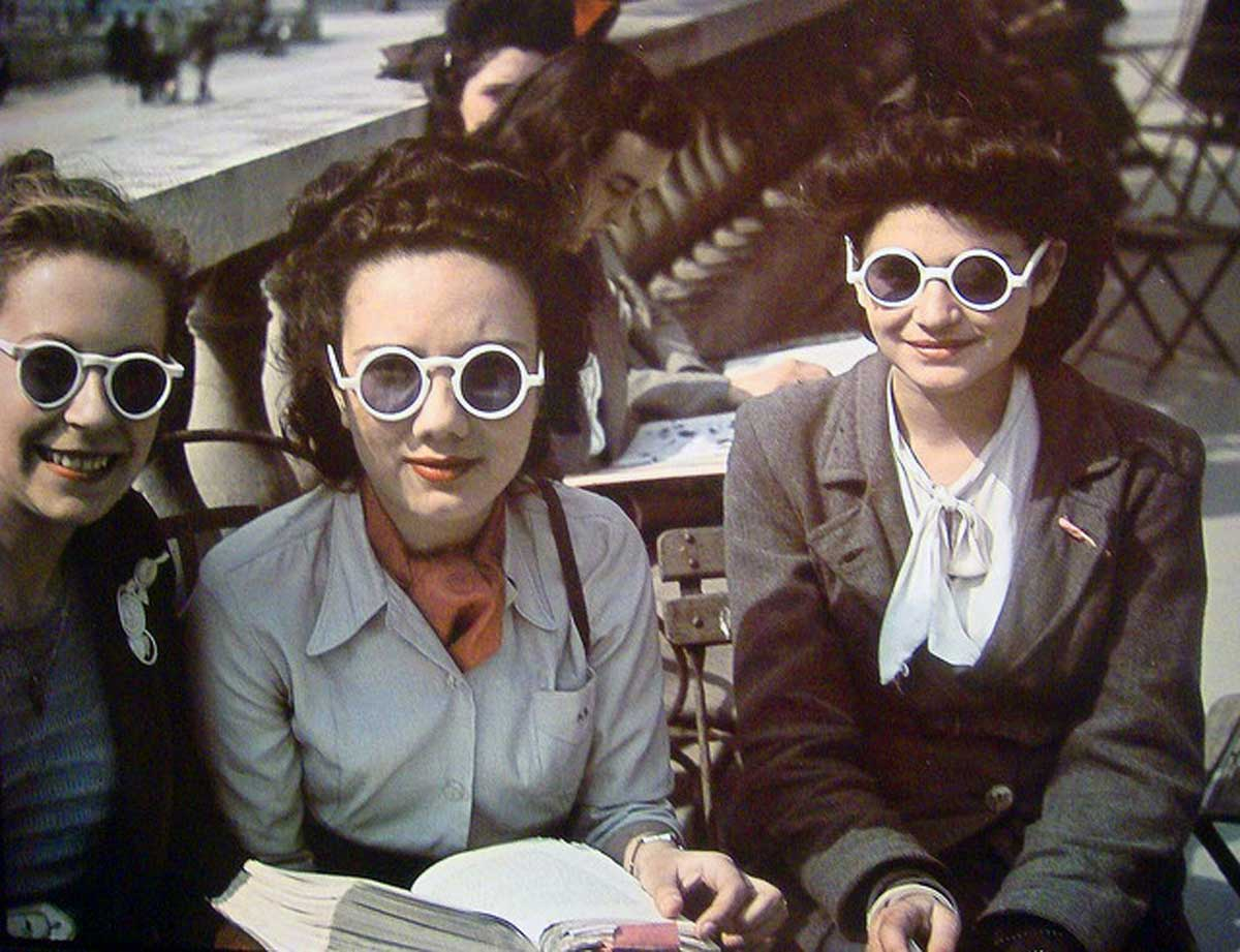 Fantastic Color Photos Of Parisian Women 1930S And 1940S Glamourdaze Hairstyles For Women Draintrainus