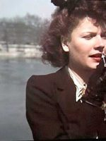Woman-applying-lipstick--Paris-WWII---Andre-Zucca2
