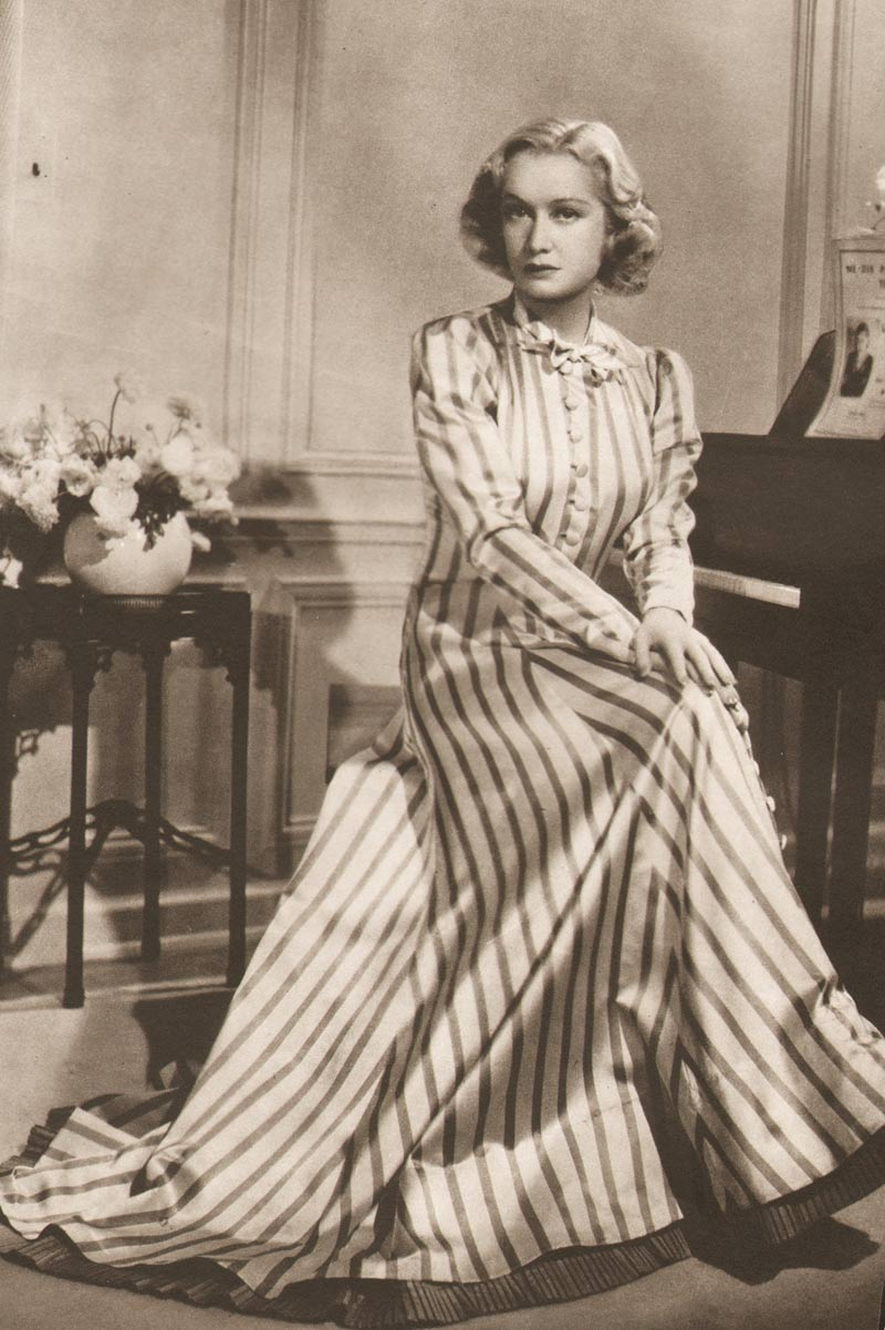 How to dress 1940s glamour fashion