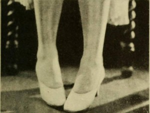 1920s-Fashion---Flappers!-Look-to-your-Legs---posture2