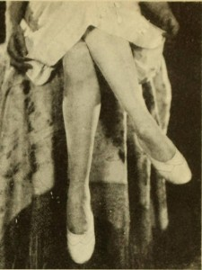 1920s-Fashion---Flappers!-Look-to-your-Legs---posture3