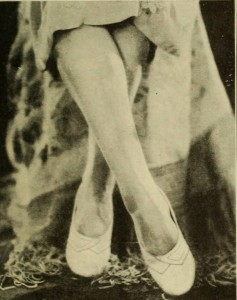 1920s-Fashion---Flappers!-Look-to-your-Legs---posture4