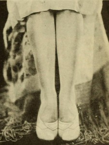 1920s-Fashion---Flappers!-Look-to-your-Legs---posture5