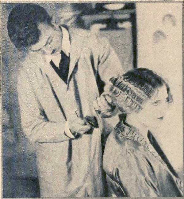 How to Brush your Hair Correctly in the 1920's