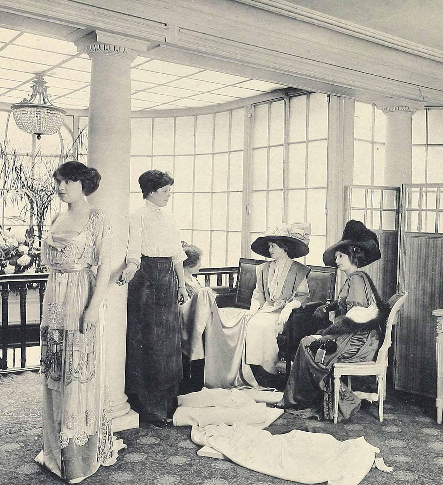 1910 fashion images les createurs de la mode glamourdaze. Black Bedroom Furniture Sets. Home Design Ideas