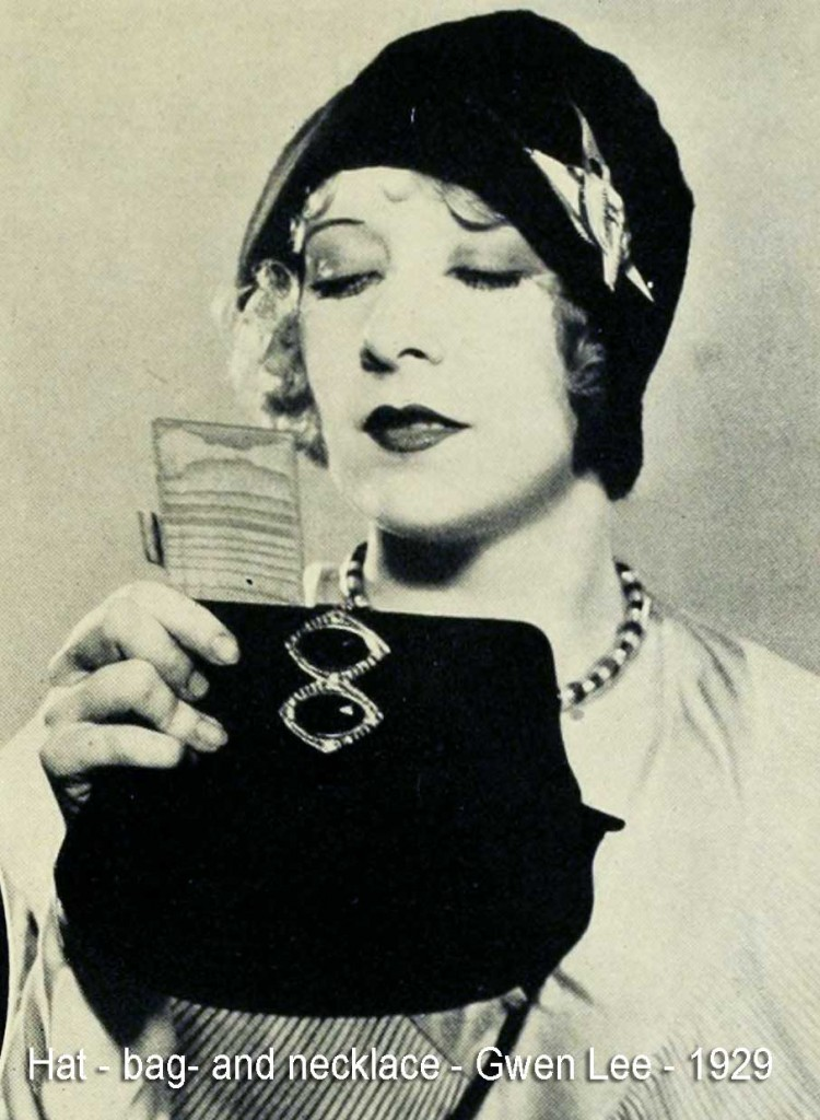Gwen-Lee---hat-bag-and-necklace---1929