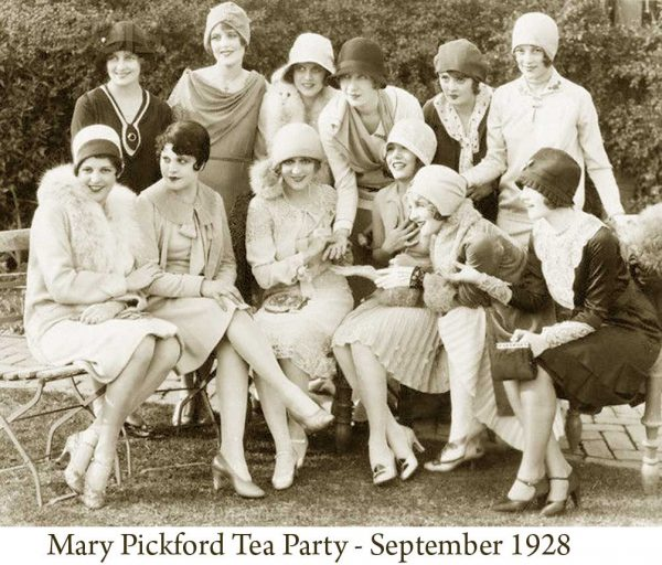 Mary-Pickford-Tea-Party-held-in-September-1928