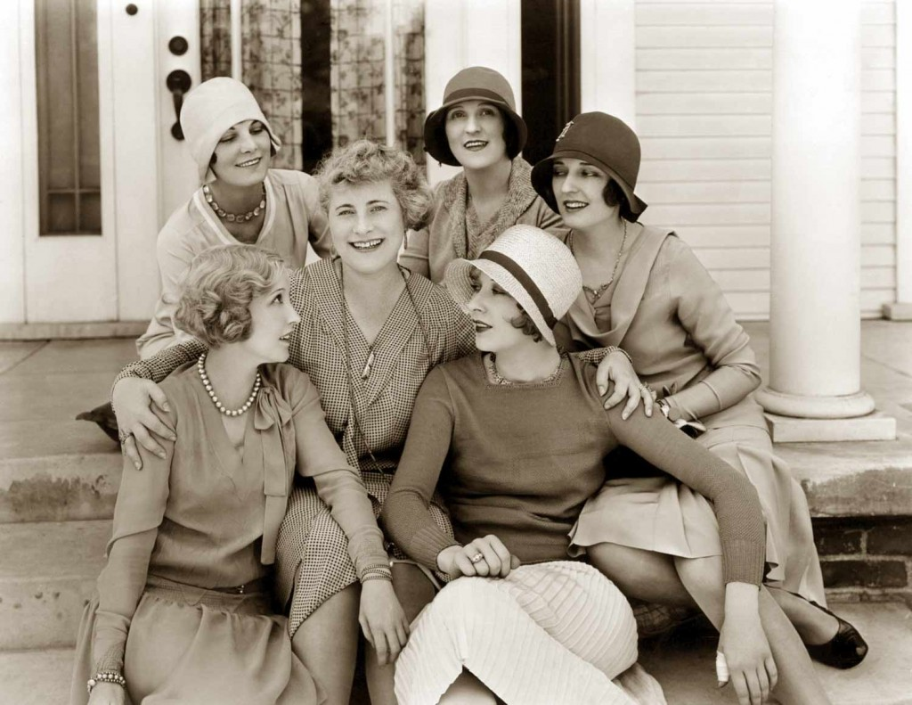 1920s fashion-Bessie-Love-and her chic friends---taken-in-1928---The-Age-of-Chic