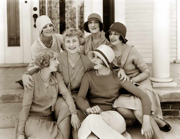 Bessie-Love-and her chic riends---taken-in-1928---The-Age-of-Chic