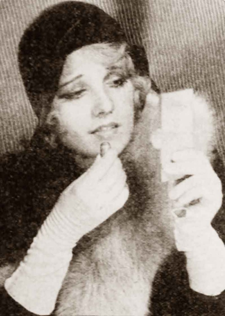 1930-Beauty-Shop---Rouging-the-Lips---Anita-Page